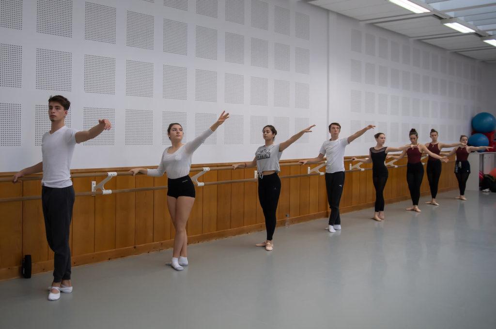 Lycéens adolescents qui dansent sciences techniques théâtre musique danse S2TMD bac lycée enseignement supérieur Fénelon groupe scolaire Estran Brest