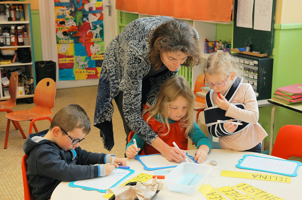 Travail de groupe école maternelle primaire élémentaire éducation enseignement épanouissement élèves Immaculée Conception Brest