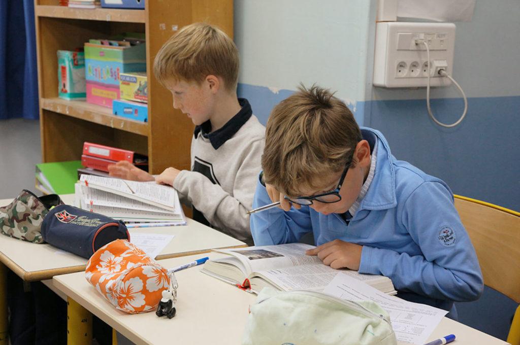 Travail en classe école maternelle primaire élémentaire éducation enseignement épanouissement élèves Immaculée Conception Brest